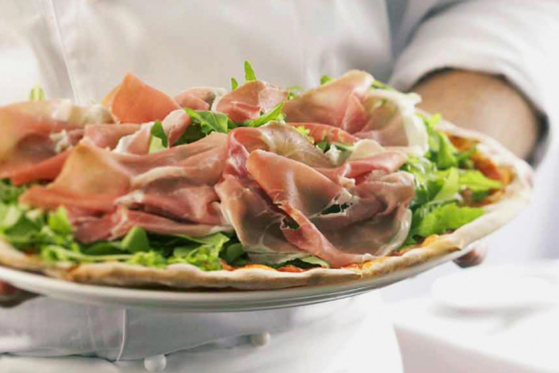 Spasso - Pizza parma ham and rocket salad