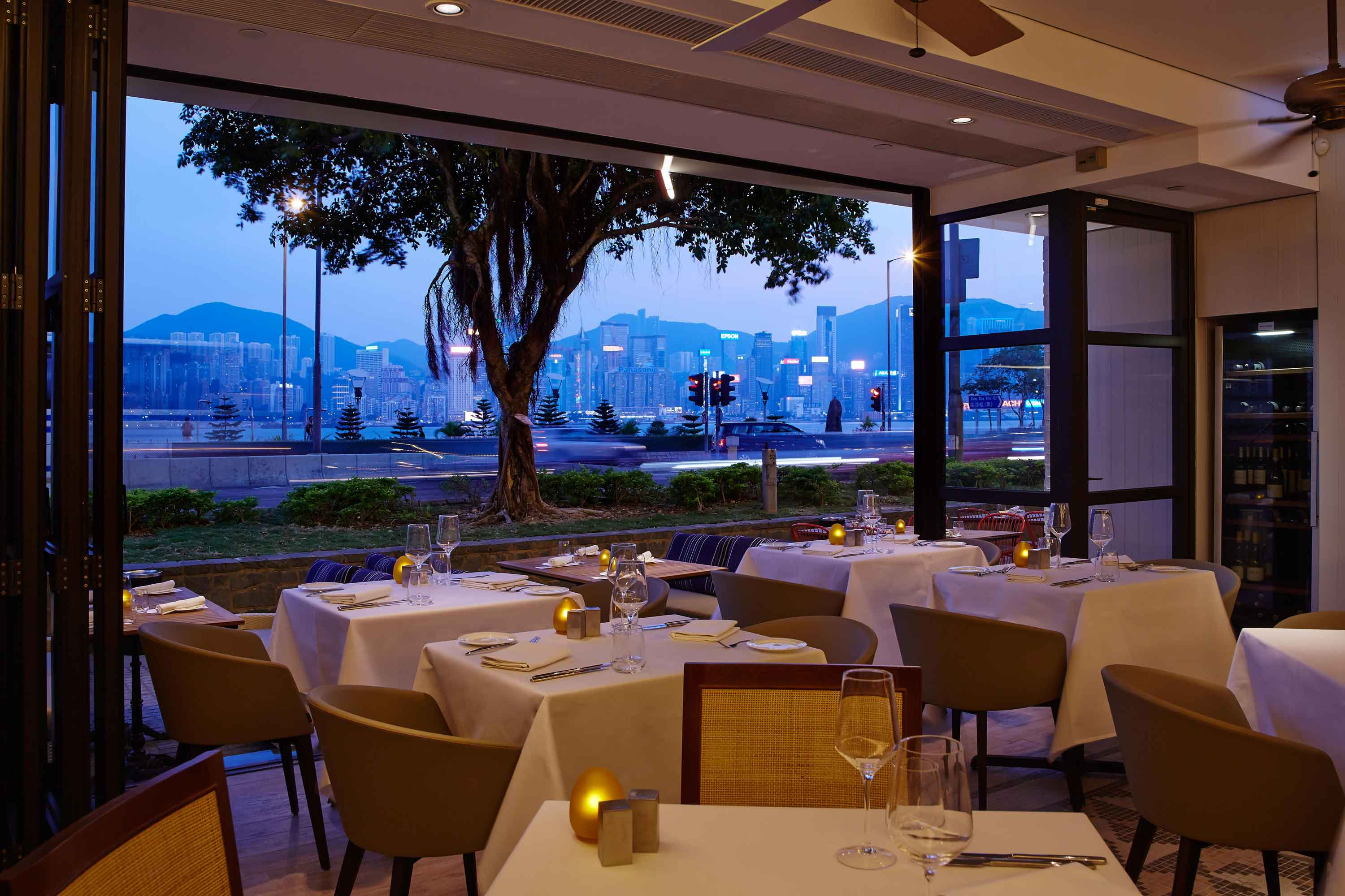 Spasso - Diners can enjoy panorama harbour views with Hong Kong skyline
