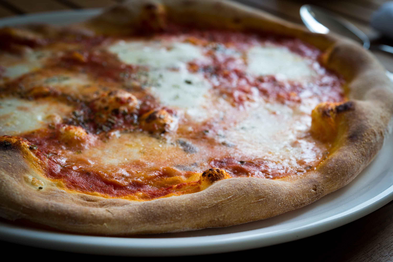 Spasso - Margherita pizza, tomato sauce, Mozzarella and fresh basil leaves
