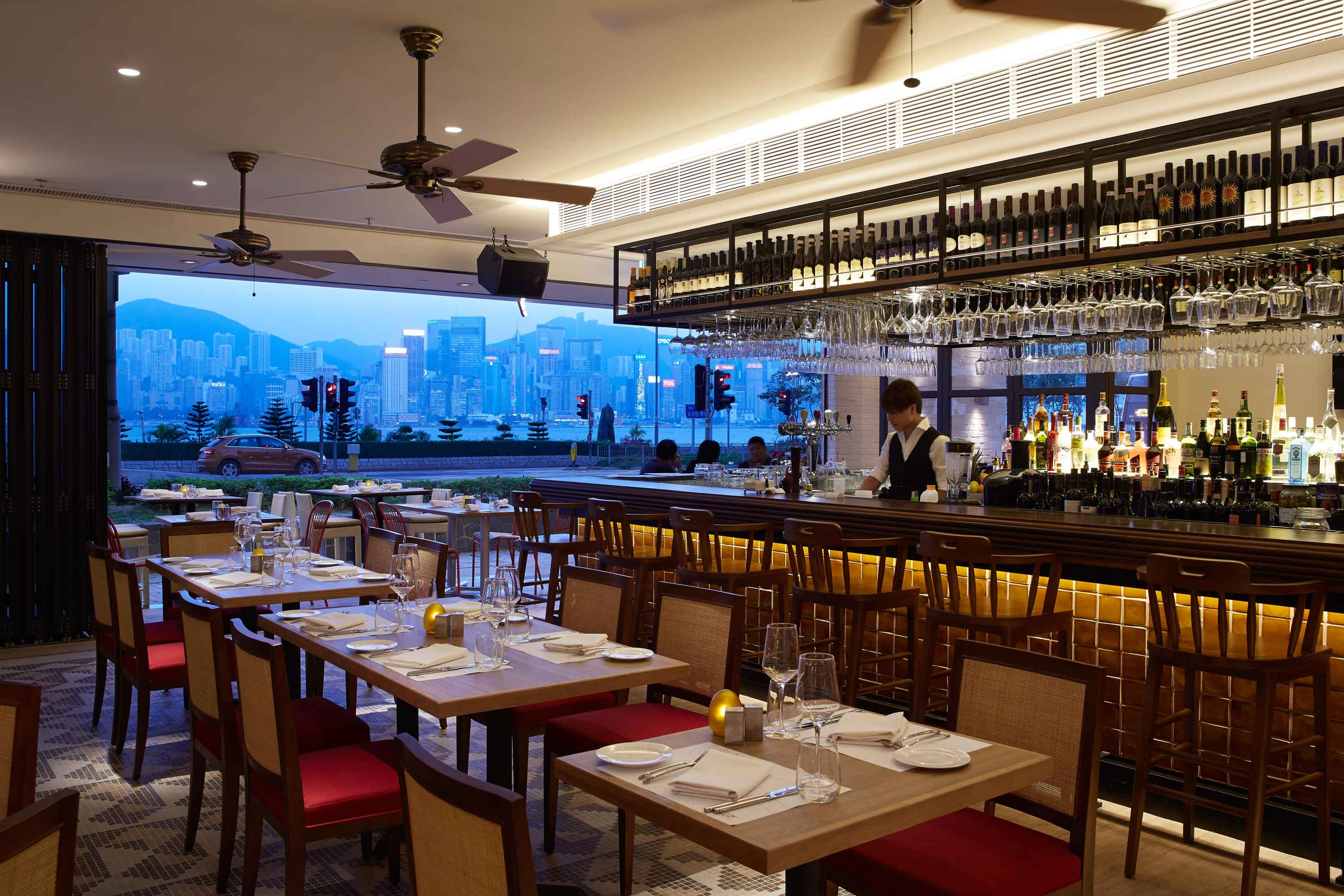With a bar area that seats 50, after-work regulars welcome the return of the sundowners and aperitif hours.