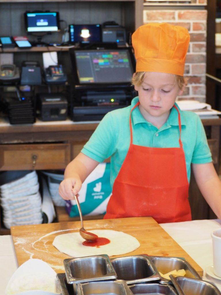 Kids Make Pizza at DiVino Patio Hong Kong Pizzeria and Restaurant 1