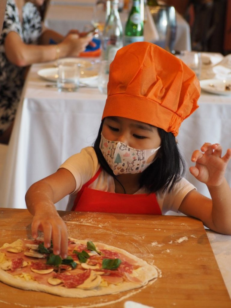 Kids Make Pizza at DiVino Patio Hong Kong Pizzeria and Restaurant 6